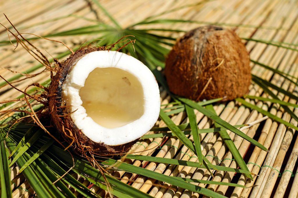 ココナッツミルクの効能とおすすめレシピ、食品成分表