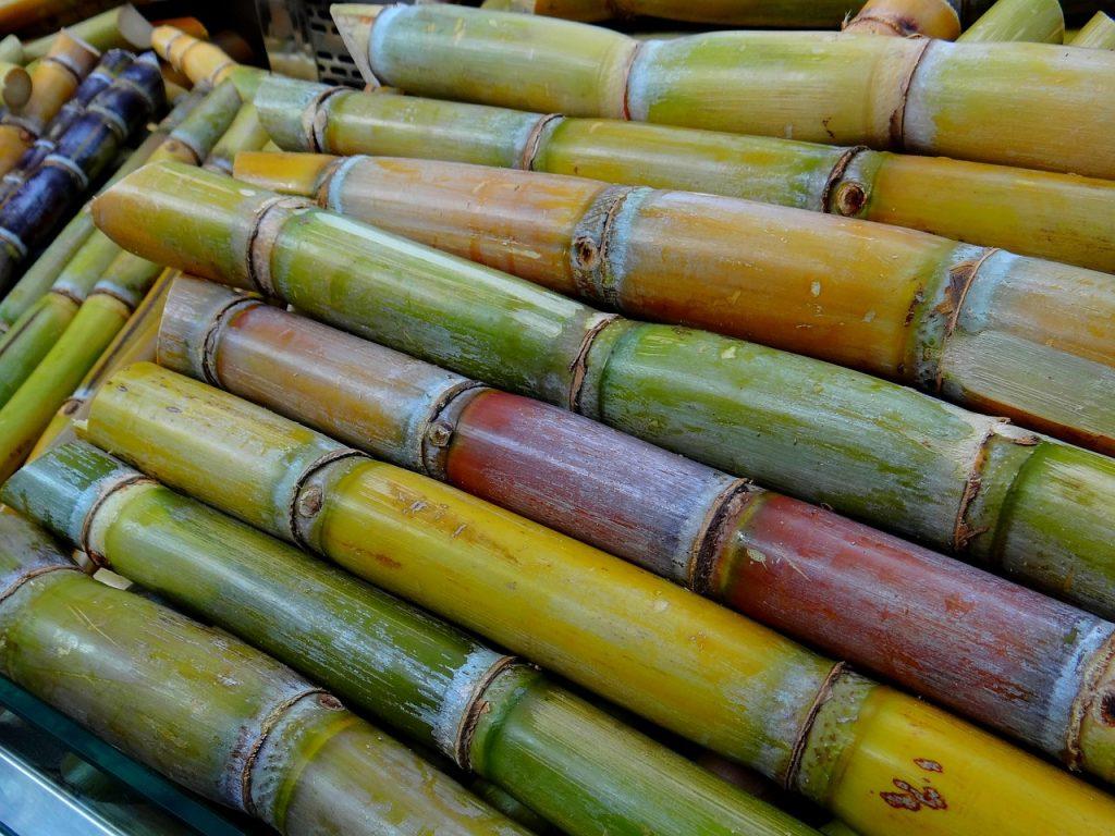 沖縄のロングセラー、黒糖の人気の秘密とは?