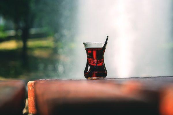 机の上の飲み物